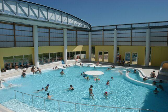 Le grand bassin de la piscine à Hyères