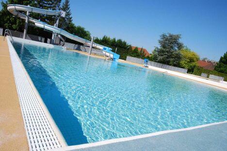 "Le grand bassin de la piscine à Sainte Savine<span class=""normal italic petit"">DR</span>"