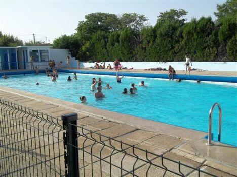 Le grand bassin de la piscine de Cléon d'Andran