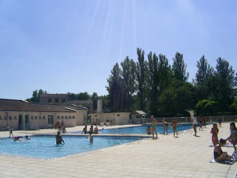 """Les grands bassins de la piscine de Gimont<span class=""""normal italic petit"""">DR</span>"""
