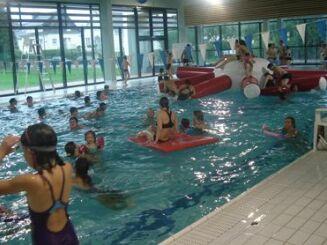 Le grand bassin de la piscine de Rozanduc à Rosporden.