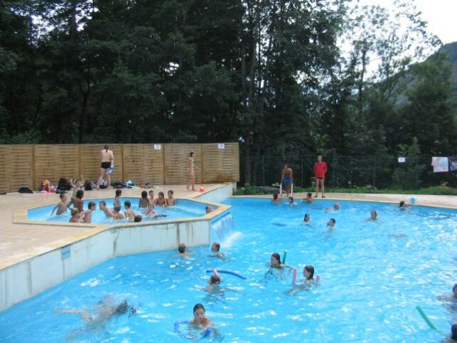 Le grand bassin de la piscine du centre de loisirs Helios à Barèges