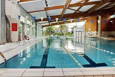 Le grand bassin de la piscine Nautil'ys au Crozon