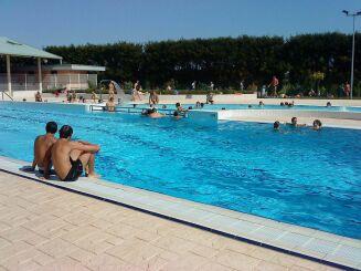 Le grand bassin de natation à la piscine d'été de Montcornet Chaourse