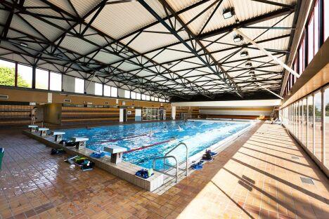 """Le grand bassin de natation à la piscine de Saint Romain de Colbosc.<span class=""""normal italic petit"""">© Vincent Rustuel</span>"""