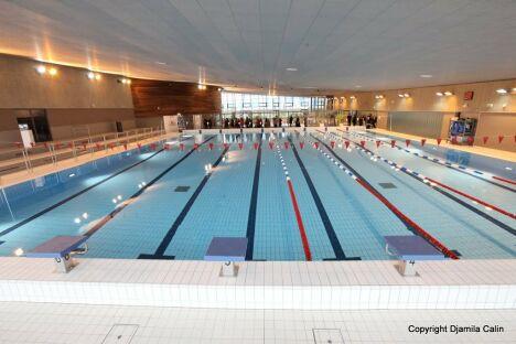 """Le grand bassin de natation à la piscine des Portes de l'Essonne d'Athis Mons<span class=""""normal italic petit"""">© Le centre aquatique des Portes de l'Essonne à Athis-Mons</span>"""