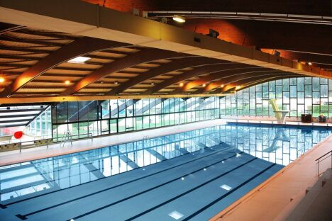 """Le grand bassin de natation à la piscine olympique d'Amnéville<span class=""""normal italic"""">© La Robe à l'Eau</span>"""