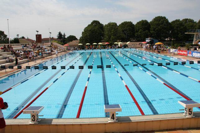 Le grand bassin de natation au stade nautique de Pierrelatte