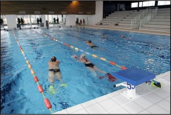 Le grand bassin de natation de la piscine