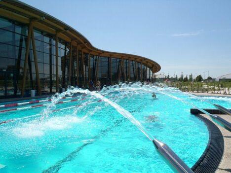 "Le grand bassin de natation de la piscine Lilo à St Maurice de Beynost<span class=""normal italic petit"">© Christophe Brossier</span>"