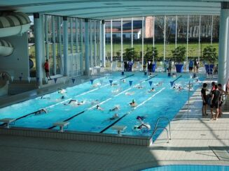 Le grand bassin de natation de la piscine Nayéo à Nay