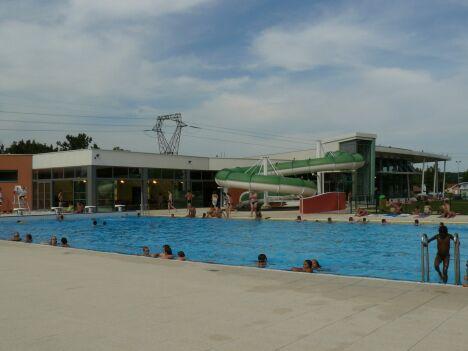 """Le grand bassin extérieur du centre aquatique de Delle<span class=""""normal italic"""">DR</span>"""