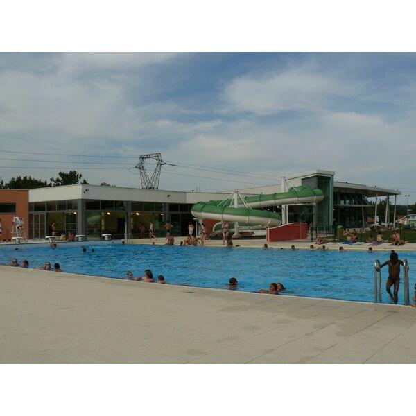Centre aquatique piscine de delle horaires tarifs et for Bassin aquatique exterieur