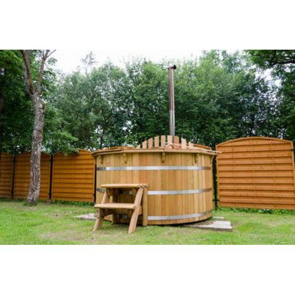 Le hot tub en bois un type de spa original for Piscine chic paris