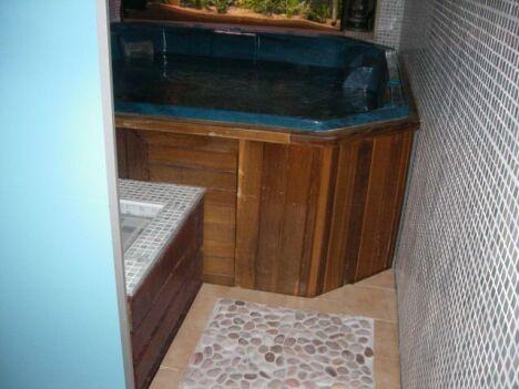 Le jacuzzi du spa Valence Balnéo à Valence