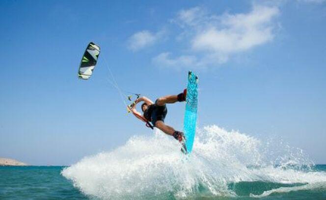 """Le kitesurf<span class=""""normal italic petit"""">© Fotolia_91188723_XS</span>"""
