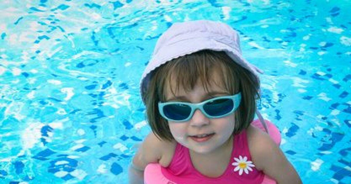 Bou es brassards maillots flottants le top des for Accessoir pour piscine