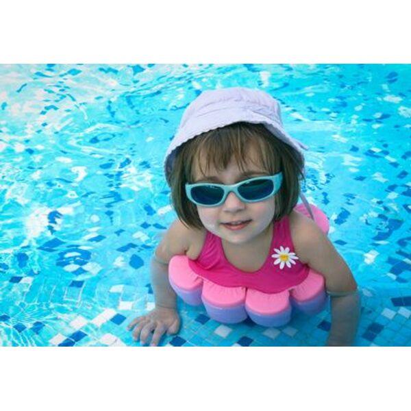 9c540b0fc8a9 Le maillot de bain flottant, l accessoire piscine recommandé pour les  enfants