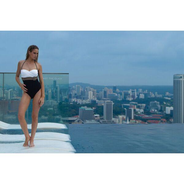 le maillot de bain pour nager la piscine ou bronzer la plage. Black Bedroom Furniture Sets. Home Design Ideas