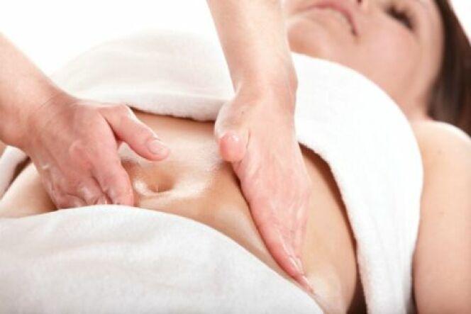 Le massage amincissant déloge les amas graisseux