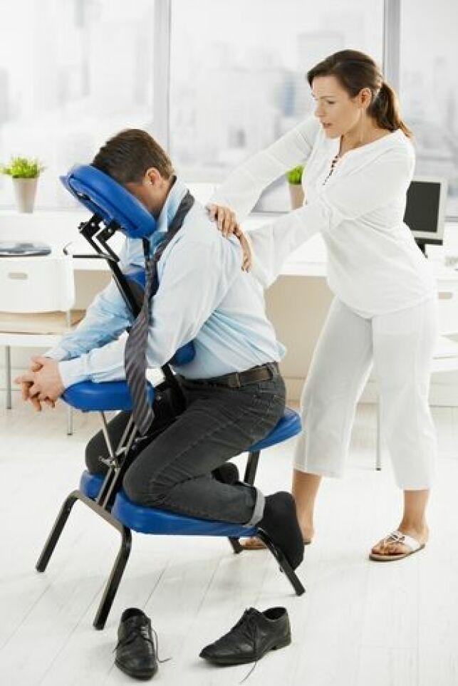 Le massage assis permet de réduire le stress au travail