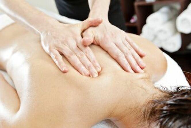 """Le massage du dos dénoue les tensions et soulage les douleurs<span class=""""normal italic petit"""">© vannphoto - Fotolia.com</span>"""