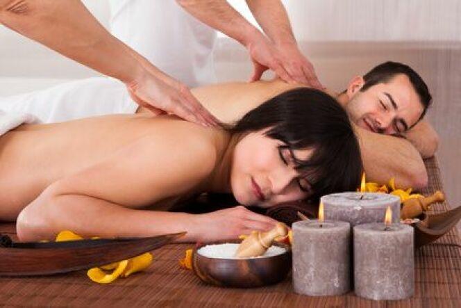"""Le massage pour couple au spa, moment idéal pour se retrouver<span class=""""normal italic petit"""">© apops - Fotolia.com</span>"""