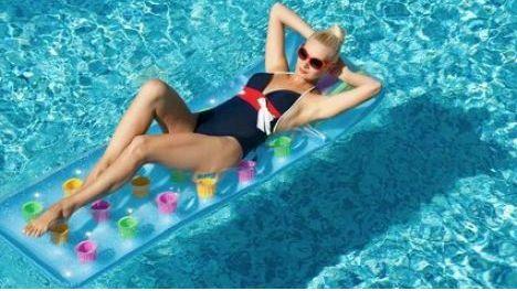 """Le matelas gonflable pour piscine <span class=""""normal italic"""">© Nejron Photo - Fotolia.com</span>"""