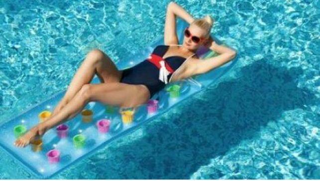 Le matelas gonflable pour piscine