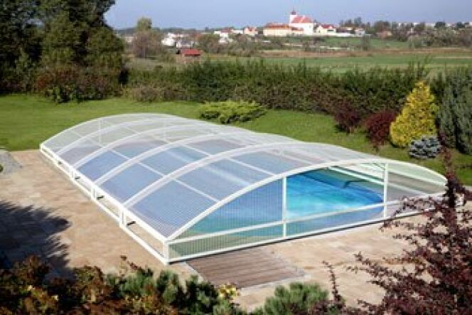 Galerie photos d 39 abris de piscine bas abri de piscine for Abri de piscine bas motorise