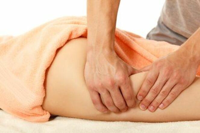 """Le palper-rouler : une technique de massage minceur<span class=""""normal italic petit"""">© Khorzhevska - Fotolia.com</span>"""