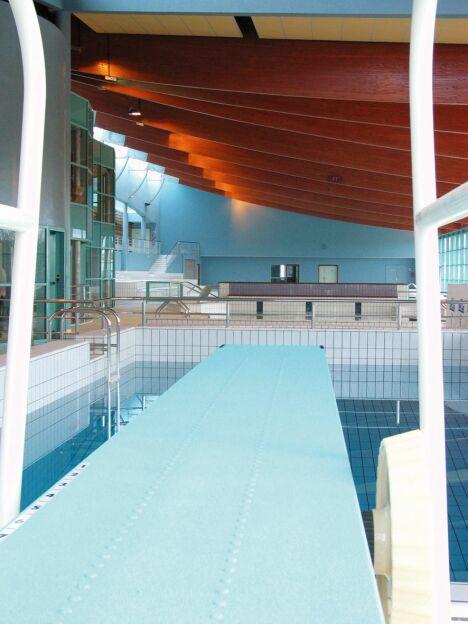 """Le plongeoir du centre aquatique Lamballe Communauté<span class=""""normal italic petit"""">© Lamballe Communauté</span>"""