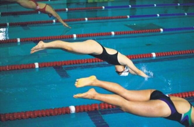 """Le plongeon : du divertissement au sport<span class=""""normal italic petit"""">© Photos.com</span>"""