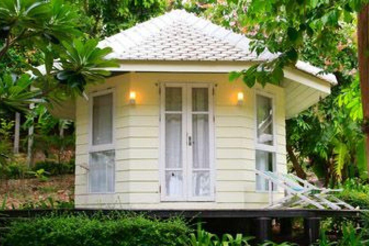 Construire Un Pool House le pool house en bois - guide-piscine.fr