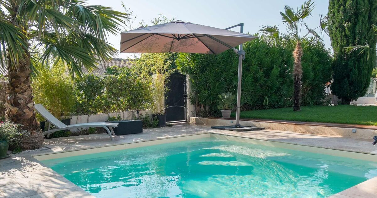 une piscine coque tous les prix et tous les tarifs. Black Bedroom Furniture Sets. Home Design Ideas