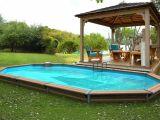 une piscine semi enterr e un bon compromis entre deux types de piscines. Black Bedroom Furniture Sets. Home Design Ideas