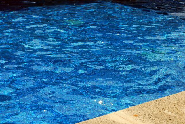 Le régulateur automatique de niveau d'eau pour une piscine