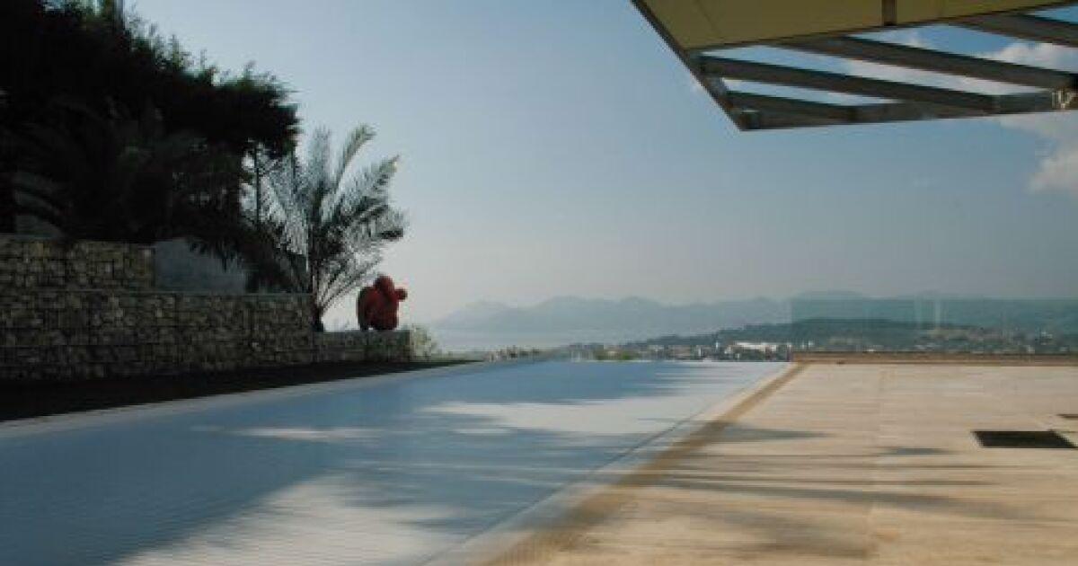 Le rideau de piscine une protection s re pour votre piscine for Piscine rideau