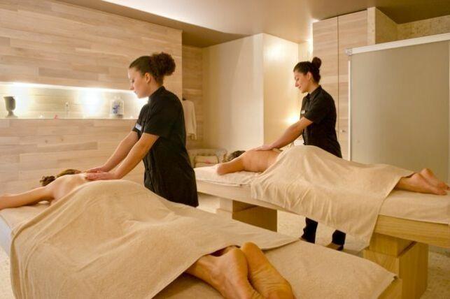 Le Salinea Spa à Salies-du-Salat possède une cabine de soins double