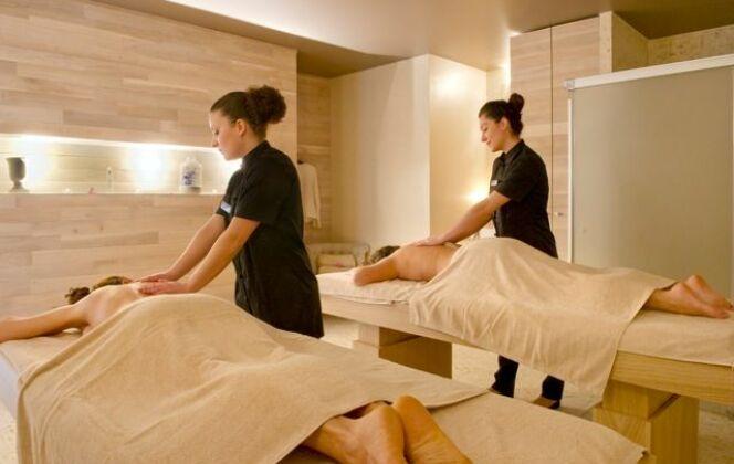 Le Salinea Spa à Salies-du-Salat possède une cabine de soins double DR