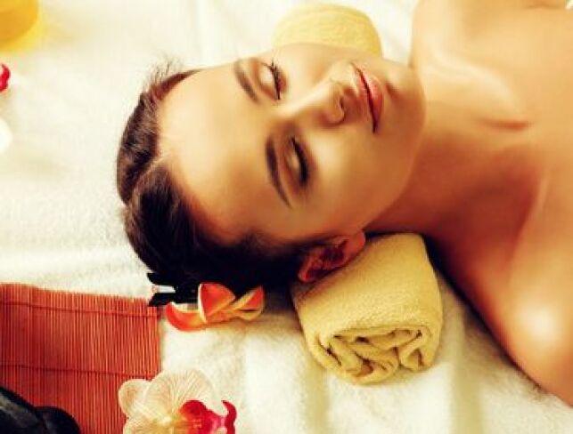 Le sauna japonais, ou Iyashi Dôme diffuse une chaleur très sèche qui aide le corps à se relaxer.