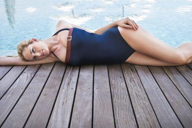 """Le shapewear pour une silhouette sculptée en maillot de bain<span class=""""normal italic petit"""">© Jog swimwear</span>"""