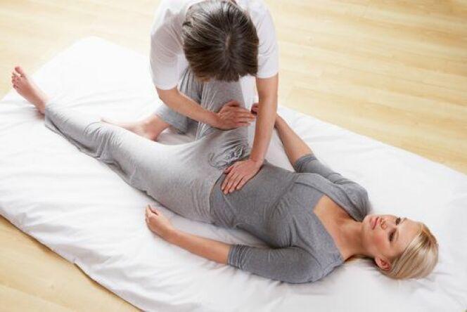 """Le shiatsu : une technique de massage japonaise<span class=""""normal italic petit"""">© Oliveromg - Shutterstock</span>"""