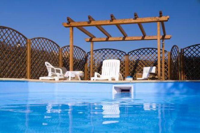 """Le skimmer, porte d'entrée du circuit de filtration de la piscine<span class=""""normal italic petit"""">© DR</span>"""