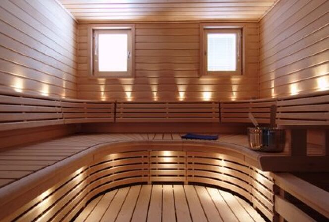 """Le sol de votre sauna doit résister à l'humidité et être nettoyé régulièrement.<span class=""""normal italic petit"""">© istidesign - Fotolia.com</span>"""