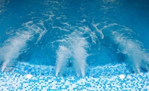 Le spa de nage permet de pratiquer plusieurs activités sportives dont la nage à contre-courant.