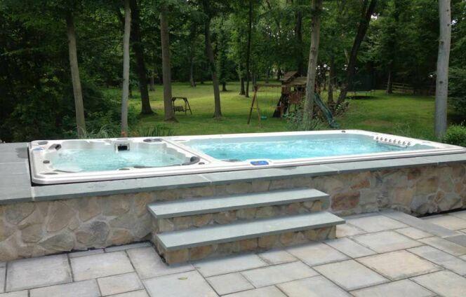 Le spa de nage bi-zone, à double bassin