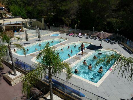 """Le Sporting Club est équipé de 3 piscines plein air<span class=""""normal italic petit"""">DR</span>"""