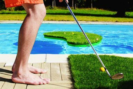 "Le Swimming Golf, jeu de golf pour piscine<span class=""normal italic petit"">© Swimming Golf</span>"