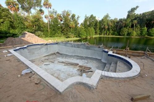Le terrain de votre piscine : la préparation avant l'installation du bassin